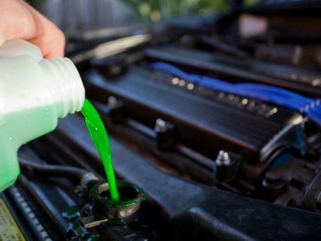 Thay nước làm mát cho ô tô