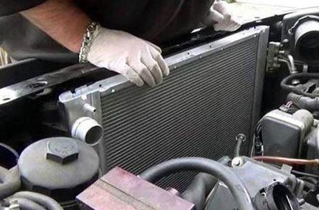 Cách súc rửa két nước làm mát cho xe ô tô
